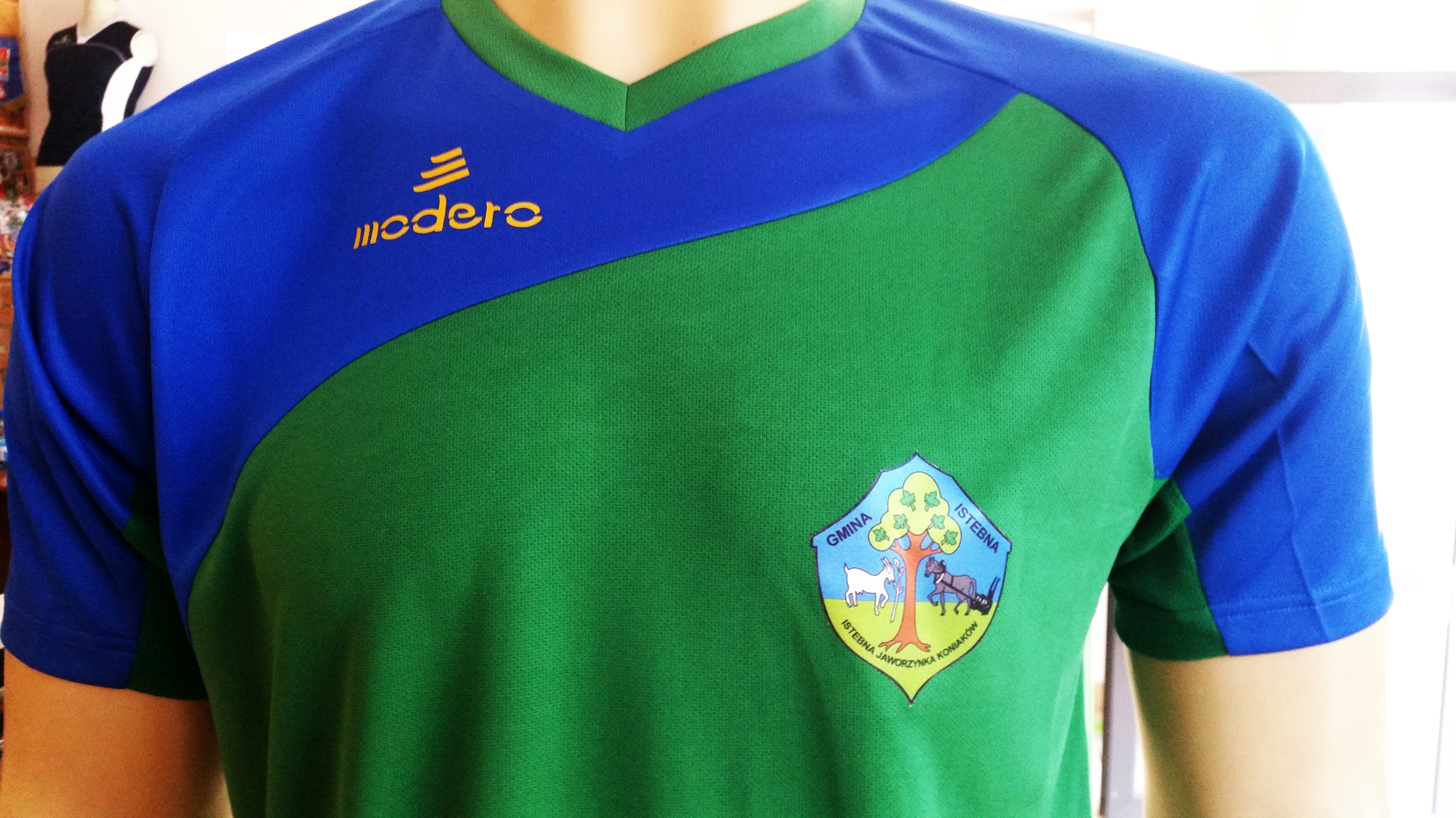 logo Gminy Istebna na koszulkach sportowych Modero Perso