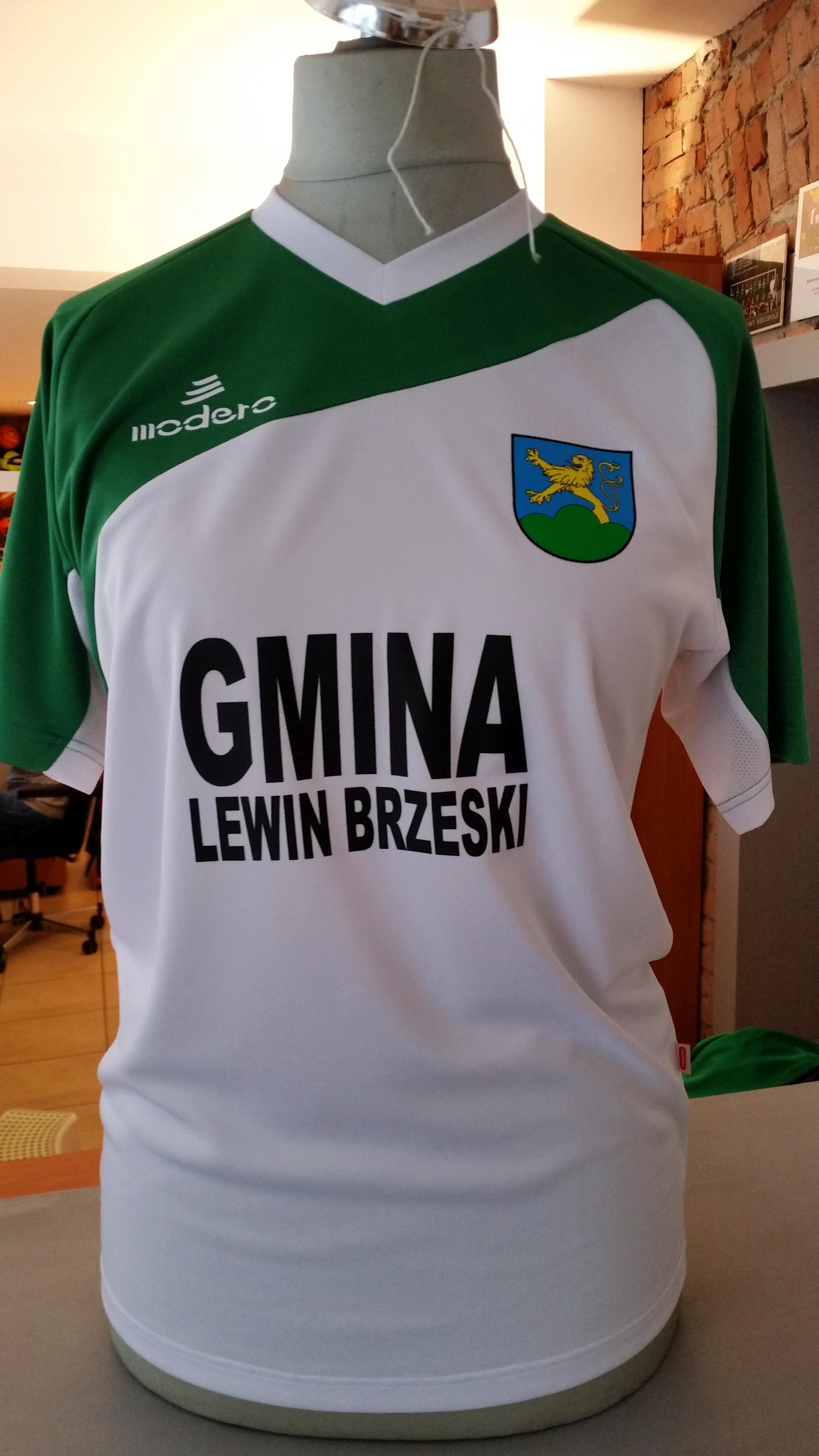 nadruk logo i napis w 2 linijkach na koszulce sportowej Modero Perso